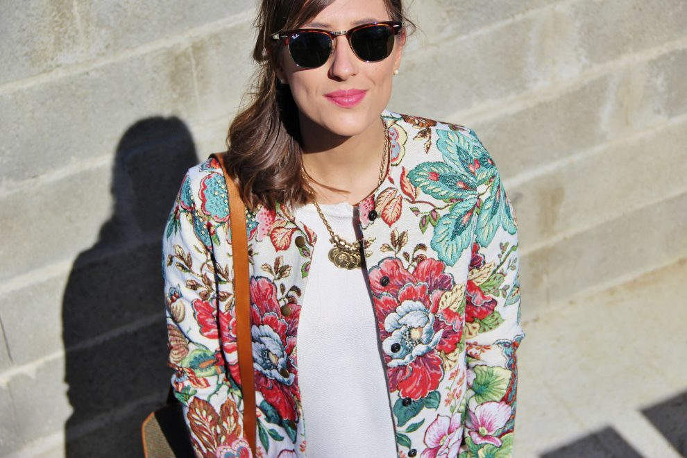 Huguette Paillettes - Couture - Veste Burda Couture Facile tissu vintage fleuri