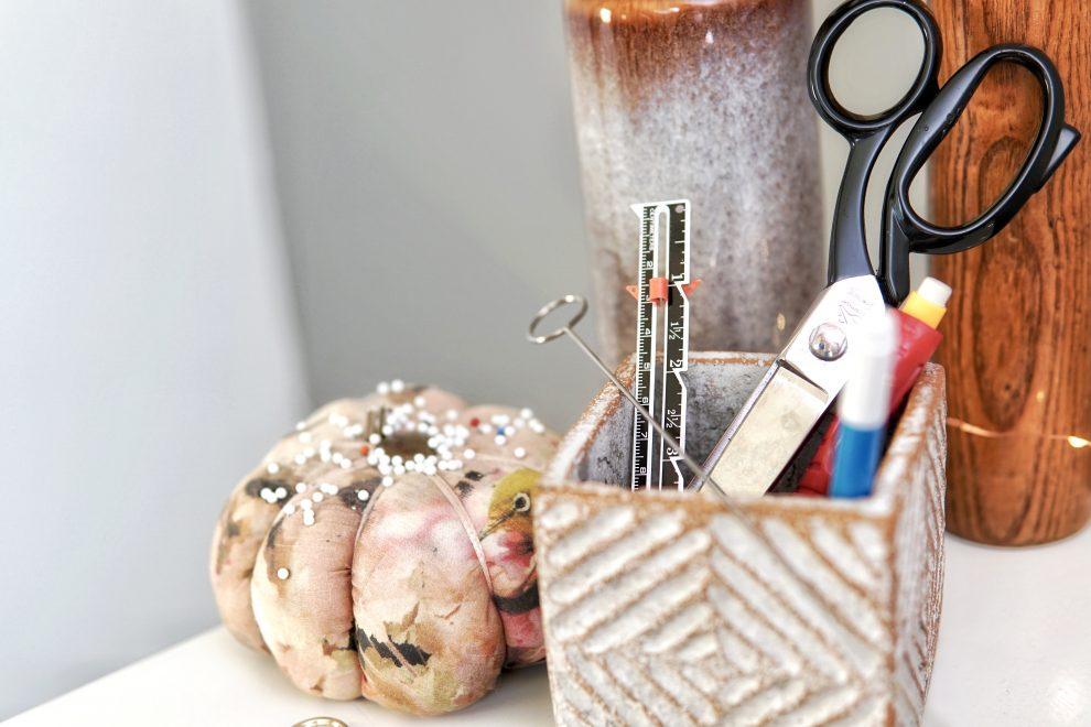 Guide couture débutant - Quel matériel pour débuter la couture - matériel couture débutant - Huguette Paillettes